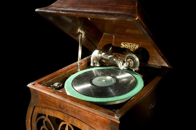 Top 1940s Party Songs